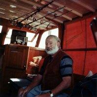 Lo scrittore americano Ernest Hemingway a bordo del suo Yacht, circa 1950