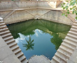 The Vanishing Stepwells of India - Victoria Lautman (Ramkund. Bhuj, Gujarat. Mid-18th Century (c. 700 CE))