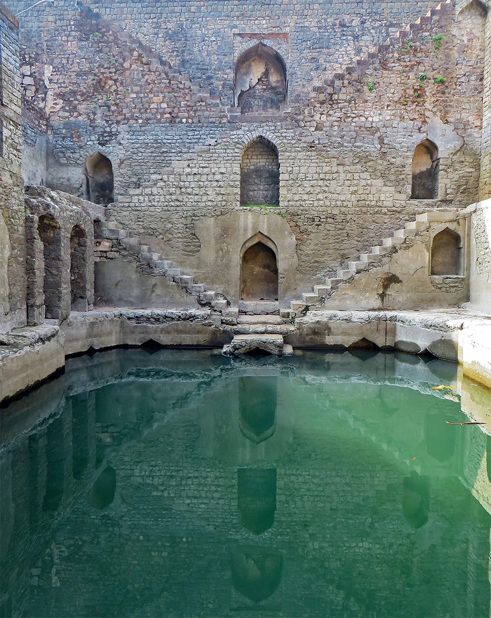 The Vanishing Stepwells of India - Victoria Lautman (Ujala Baoli Mandu. Madhya Pradesh. Late 15th-early 16th century)