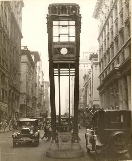 Torre del traffico stradale fra la 34th St e la 5th Ave a New York, 1922