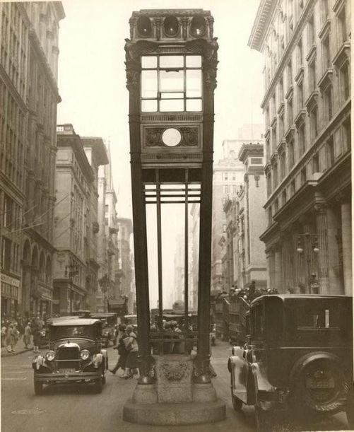 Torre del traffico stradale fra la 34th St e la 5th Ave a New York, 1922