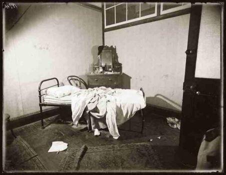 Una camera abortiva illegale negli anni '40