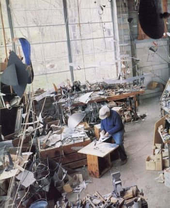 Alexander Calder al lavoro