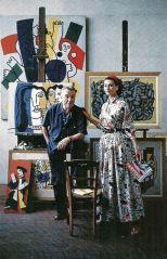 Anne Gunning in abito di Claire McCardell è in piedi con l'artista Fernand Lèger nel suo studio, foto di Mark Shaw, 1955