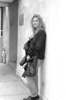 Drew Barrymore al Sally Jesse Raphael show nel 1990