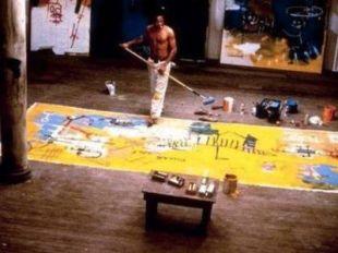 Jean-Michel Basquiat nel suo studio