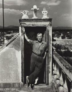 Joan Miró nel suo studio, Spagna 1948. Fotografia di Irving Penn