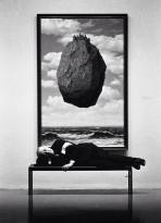 René Magritte su panchina; MOMA, New York, 1963