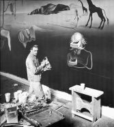 Salvador Dali a lavoro, finendo The Dream of Venus
