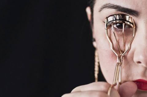 Monica Mura - Prima e Dopo, restaurando l'ordine naturale. (2015-2016). Esposizione al Museu José Malloa (Portogallo) - Performance con paesaggio sonoro: 20 min