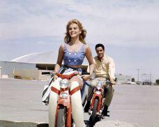 Ann-Margret e Elvis Presley durante la ripresa di Viva Las Vegas, 1963
