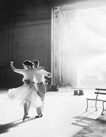 Audrey Hepburn e Fred Astaire che si allenano per Funny Face, 1957