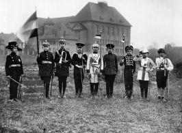 Bambini che giocano alla guerra, 1915. Fotografia di August Sander