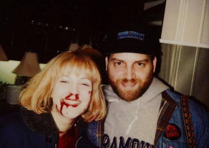 "Drew Barrymore e Robert Kurtzman sul set di ""Scream"", 1996"