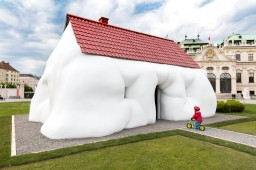 Erwin Wurm, Fat House, 2003. © Belvedere, Vienna. Photo Johannes Stoll - © Bildrecht, Vienna, 2017