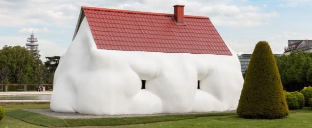Erwin Wurm, Fat House, 2003 - Photo Johannes Stoll @Belvedere, Vienna / @ Bildrecht, Vienna, 2017