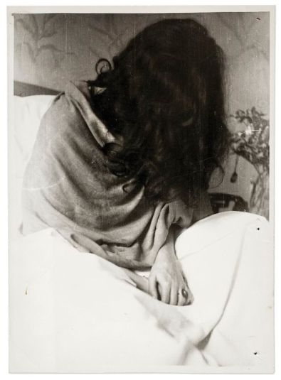 Frida in un ospedale a New York, fotografata da Nickolas Muray, 1946 (©Frida Kahlo Museum)
