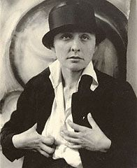 Georgia O'Keeffe - A Portrait, Alfred Stieglitz, 1918. © J. Paul Getty Trust