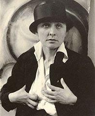 Georgia O'Keeffe - A Portrait, Alfred Stieglitz, 1918. © J. Paul Getty Trust