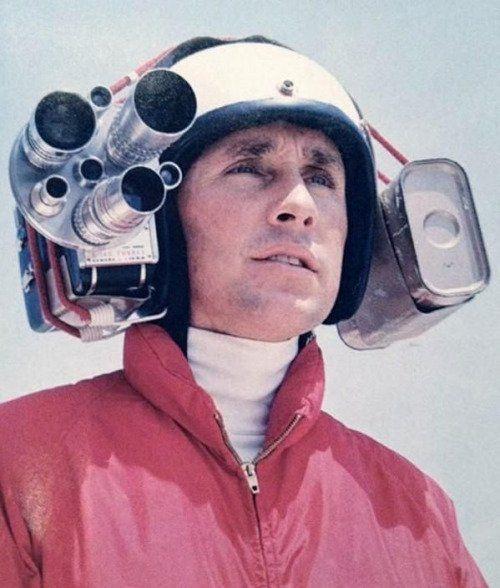 Il campione del mondo di Formula Uno Jackie Stewart indossa una macchina fotografica nel casco per catturare i filmati a bordo, 1966