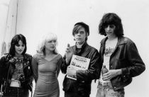 Joan Jett, Debbie Harry, David Johansen e Joey Ramone, 1977