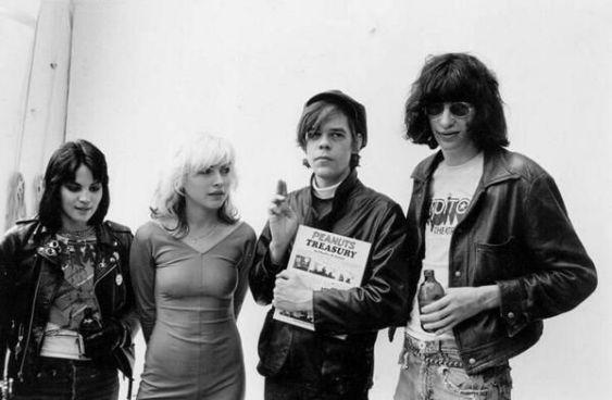 Joan Jett, Debbie Harry, David Johansen e Joey Ramone, 1977