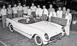 La prima Chevrolet Corvette lanciata dalla General Motors a Flint, Michigan, il 30 giugno 1953