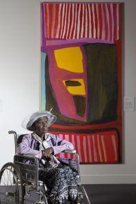 L'artista australiana Jukuja Dolly Snell premiata con il più prestigioso premio d'arte indigena in Australia