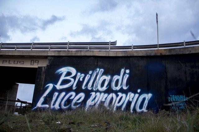 Manu Invisible - Brilla di luce propria - Spray and quartz- paint on wall - Ss 131 2016