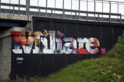 Manu Invisible - Miliare spray and acrilic paint on wall Autostrada A7 Milano 2017