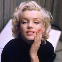 Marilyn Monroe fotografata da Alfred Eisenstaedt a casa sua a Hollywood, 1953