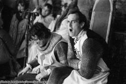 Michael Palin e John Cleese dei Monty Python sul set di 'The Holy Grail', 1974