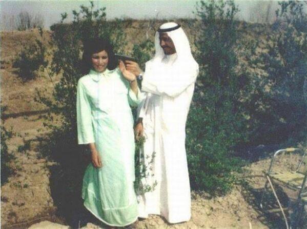 Un giovane Saddam Hussein con la sua compagna