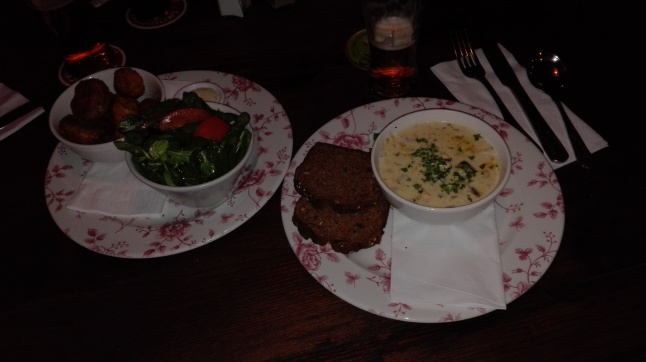 Dublino - Zuppa di salmone e funghi fritti