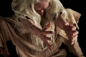 """L'attrice Olwen Fouéré in """"Tremble Tremble"""" di Jesse Jones. Fotografia di Ros Kavanagh"""