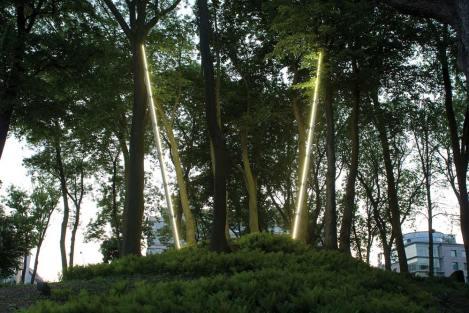 Pedro Cabrita Reis - Among the trees - 2008 alluminio, luci fluorescenti, cavi elettrici, 2 elementi, ciascuno 1120x18x10 cm