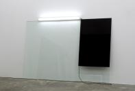 Pedro Cabrita Reis - The leaning paintings #1 - 2007, Acrilico su vetro stratificato, luce fluorescente 210x310 cm