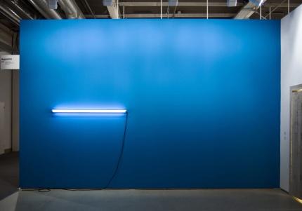 Pedro Cabrita Reis - Un disegno (Il mare in fondo) - 2009 Parete in acrilico, luce fluorescente, cavi elettrici dimensioni variabili