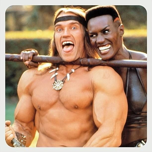 Arnold Schwarzenegger e Grace Jones sul set di 'Conan the Destroyer'