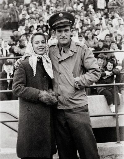 Hugh Hefner con la sua prima moglie Millie Williams, (1949)