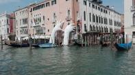 Venezia - Lorenzo Quinn per la Biennale di Venezia
