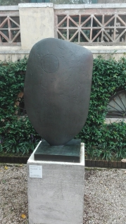 """""""Forma unica (Chûn Quoit)"""" (1961) by Barbara Hepworth @ Peggy Guggenheim Collection"""