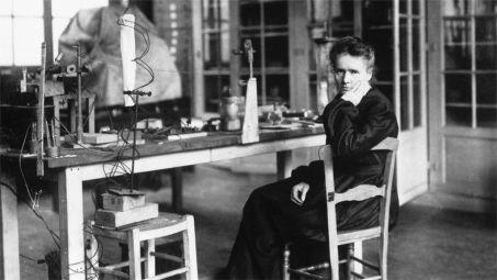 Marie Curie nel suo laboratorio, (Francia, 1912)