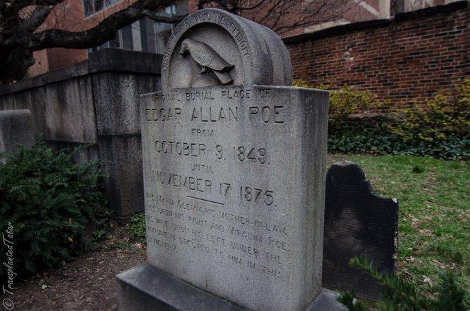 Originariamente collocato in una tomba non marcata, Edgar Allen Poe fu sepolto il 9 ottobre 1849
