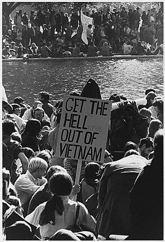 Proteste contro la guerra del Vietnam a Washington DC. Fotografia di Frank Wolfe, il 21 ottobre 1967