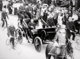 Theodore Roosevelt è stato il primo presidente a stare su un'automobile (USA, 1902)