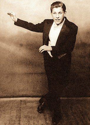 Una vecchia foto di Sir Bruce Forsyth, come giovane intrattenitore