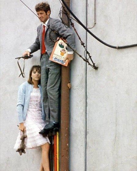 """Anna Karina e Jean Paul Belmondo in """"Pierrot Le Fou"""", regia di Jean Luc Godard, 1965"""
