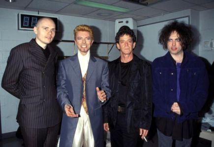 Billy Corgan, David Bowie, Lou Reed e Robert Smith al concerto di celebrazione del 50 ° compleanno di Bowie. Foto di Kevin Mazur