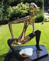 Golden piss - Scultura a Jumarla, Lettonia